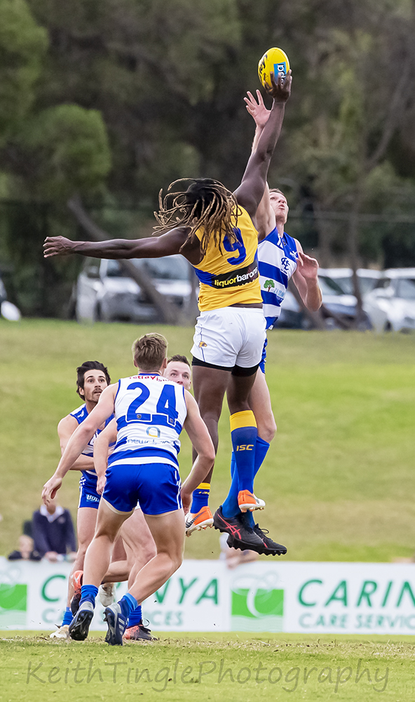 Wafl,footy,ball,jumping,contest